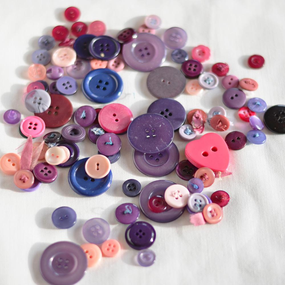 lila knappar
